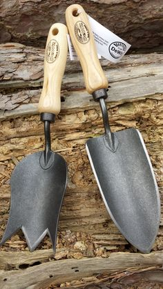 What a lovely gift these two trowel make. The crown trowel, also known as the tulip trowel, and the digger trowel. For cutting and potting.