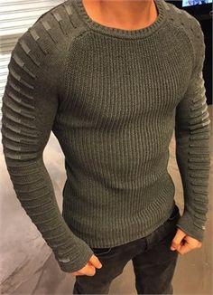 Gri Kol Detayli Erkek Kazak ürününü ayrıntılı incelemek için hemen tıklayın. En şık Triko Hırka ve Kazak modelleri için seçim Modagen.