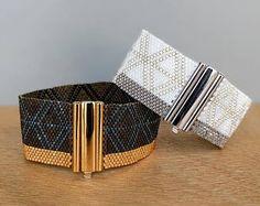 Klassische Kollektion Miyuki Perlen Peyote Armband Geometric Source by Bead Loom Bracelets, Peyote Beading, Cuff Bracelets, Seed Bead Jewelry, Beaded Jewelry, Seed Bead Patterns, Bijoux Diy, Bead Jewelry, Necklaces