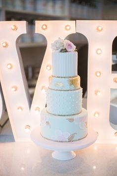 Swooning! http://www.stylemepretty.com/living/2015/03/23/french-tea-inspired-surprise-baby-shower/ | Photography: Simply Sweet - http://www.simplysweetphotographybynomoakisawa.com/