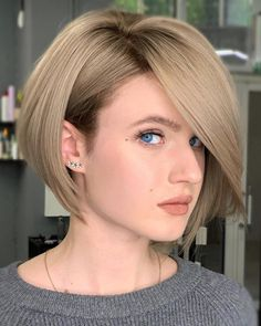Gorgeous styles of short bob haircuts with bangs to wear nowadays for more amazing and hot look. You must explore here for these pretty ideas of bob haircuts with bangs or fringes to try in Layered Bob Hairstyles, Haircuts For Fine Hair, Short Bob Haircuts, Trendy Hairstyles, Hairstyles Haircuts, Haircut Bob, Straight Haircuts, Wedding Hairstyles, Chin Length Haircuts