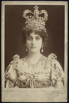 Julia Arthur - wearing a tiara and a crown simultaneously.