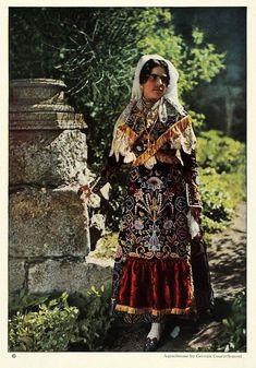 Недавно мы показывали цветные снимки Испании 1917 г. , сделанные Жоржем Шевалье (Georges Chevalier) для знаменитого проекта Альберта Кана. В 1924 г. в Испанию отправился другой участник этого проекта - фотограф :Жюль Жерве-Куртельмон (Jules Gervais-Courtellemont). Он сделал репортаж для журнала…