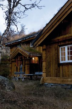 Traditional New Norwegian Mountain Timber Cabin Mountain Cottage, Mountain Homes, Hunters Cabin, Norwegian House, Timber Cabin, Building A Cabin, Forest Cabin, Living Roofs, Little Cabin