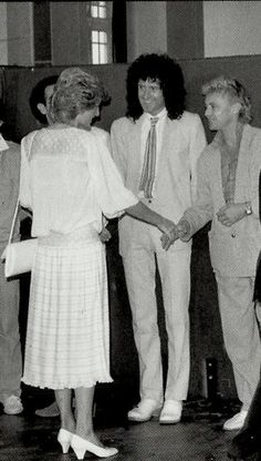 Princess Diana meeting the boys (Brian and Roger) at Live Aid reception Queen Images, Queen Photos, Queen Pictures, John Deacon, Queen Meme, Roger Taylor Queen, Queen Aesthetic, Ben Hardy, We Will Rock You