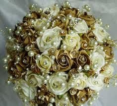 Gold Bouquet. Would like it with red roses.
