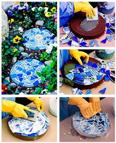 How to make diy mosaic garden stepping stones diy tag Mosaic Crafts, Mosaic Projects, Mosaic Art, Mosaic Tiles, Mosaics, Garden Crafts, Garden Projects, Diy Projects, Diy Garden