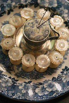 Sewing Cushions Just cast your eye over these mother of pearl spools and the pin cushion. Sewing Box, Sewing Tools, Sewing Crafts, Sewing Projects, Sewing Kits, Vintage Sewing Notions, Antique Sewing Machines, Button Art, Button Crafts