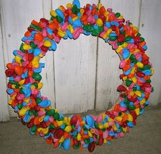 bday balloon wreath! yay!! one of these was given to me years ago, but balloons deteriorated - after 15 years. now i can make a new one! (i feel another craft day coming on!)