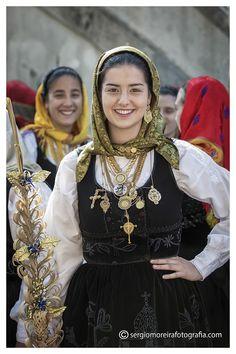 Beautiful Girl Photo, Beautiful Hijab, Cute Beauty, Beauty Full Girl, Folk Clothing, Italian Beauty, Brunette Beauty, Most Beautiful Indian Actress, Folk Costume