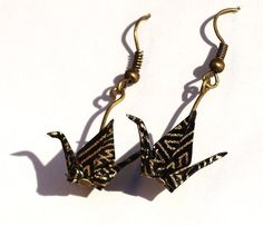 Petites boucles d'oreilles noires et or en origami - grue origami - bijou papier - boucles d'oreilles origami - bijou noir - bijou oiseau