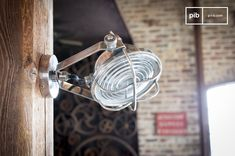 Chicago Adjustable Projector and others wall lamps to discover at PIB, the specialist in vintage furniture, lighting and decorating style. Chicago Photos, Style Vintage, Led Lamp, Natural Materials, Industrial Style, Vintage Furniture, Decor Styles, Bulb, Personalized Items