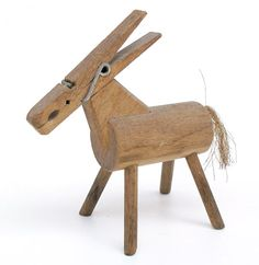 how freakin cute! Wood Block Crafts, Wood Blocks, Wooden Art, Wooden Crafts, Wood Sculpture, Sculptures, Wood Projects That Sell, Trash Art, Wood Animal