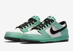 """Nike SB Dunk Low Arriving in Legendary """"Sea Crystal"""" Colorway All Nike Shoes, Kicks Shoes, Hot Shoes, Men's High Top Sneakers, Classic Sneakers, Sneakers Nike, Reebok, Nike Skateboarding, Butterfly Shoes"""