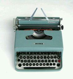 Olivetti typewriter-Lettera 22