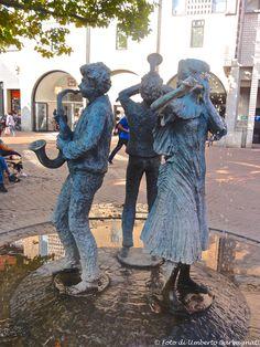 ... fontana con 3 musicanti ... Hettlingen (D) - 08/09/2014    - © Umberto Garbagnati -