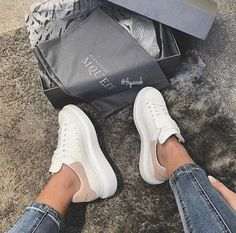 alexander mcqueen sneakers on feet Alexander Mcqueen Sneakers, Sneaker Outfits, White Shoes Outfit Sneakers, Style Stan Smith, Cute Shoes, Me Too Shoes, Sneaker Trend, Shoes Online, Teen Fashion