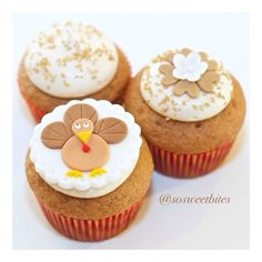 Salted caramel chai cupcakes for thanksgiving! For recipes, ideas & more, follow me @sosweetbites on Imstagram.