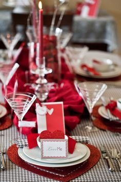 Valentine\'s Day table setting - sew your own place mats and napkins ...