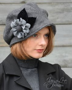 Funky Hats, Cool Hats, 1920s Looks, Millinery Hats, Love Hat, Hat Hairstyles, Girl With Hat, Classy Women, Hat Sizes