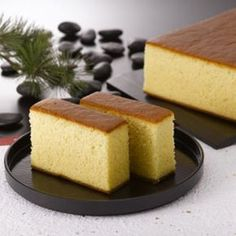 This Portuguese sponge cake is a simple cake, yet refined technique produces the most amazing texture that the Japanese have perfected. Yummy Treats, Delicious Desserts, Dessert Recipes, Yummy Food, Gourmet Desserts, Plated Desserts, Portuguese Desserts, Portuguese Recipes, Portuguese Food