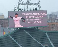 Pete Abraham ‏@PeteAbe Fenway pays tribute to Pedro.