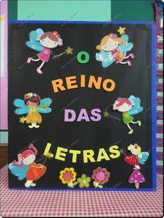 O REINO DAS LETRAS ~~~~~~~~~~~~~~~~~~~~ Era uma vez, um reino encantado onde viviam uma fada e todas as letras do alfabeto em um li...