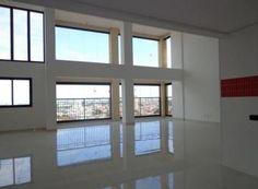 Belíssima cobertura, nova, em localização nobre, e projeto arrojado. Cobertura tipo Duplex, sendo: PAVIMENTO INFERIOR: hall de entrada com porta pivotante, ampla sala (aprox. 80m2), com pé direito duplo, 3 ambientes, rica em janelas de aluminio , porta de vidro tipo blindex com abertura total e piso em porcelanato retificado. Cozinha c/ bancada em granito preto....KAIRALLA IMÓVEIS