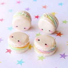 Look how pretty and photogenic these kawaii macarons are! They have pearly shells and a super pretty pearly rainbow swirl inside! ✨ These will be available when my shop opens (see my last post for date and time)! Fimo Kawaii, Polymer Clay Kawaii, Kawaii Crafts, Fimo Clay, Polymer Clay Charms, Polymer Clay Projects, Clay Crafts, Polymer Clay Miniatures, Polymer Clay Creations