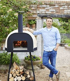Italian Woodfired Pizza Ovens for your Home! We love a sunburnt country, and we love a smoky pizza almost as much! At Polito, we combine the best of outdoor Australian living with the best of Italian culinary tradition. Wood Fired Oven, Wood Fired Pizza, Jamie Oliver Pizza, Woodfired Pizza Oven, Ceramic Fiber Blanket, Small Pizza, Oliver Wood, Pizza Oven Outdoor, Fire Pizza