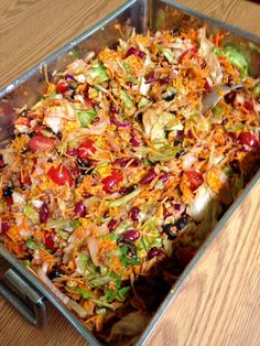 Mar 2019 - 1 pounds ground beef (you can use your favorite ground meat: turkey, venison, beef, pork or even chicken) 1 package taco seasoning (optional) 3 packages ready-to-eat salad greens 1 can kidney b… Taco Salad Recipes, Potluck Recipes, Cooking Recipes, Crowd Recipes, Taco Salad Doritos, Keto Taco Salad, Casserole Recipes, Cooking Tips, Taco Taco