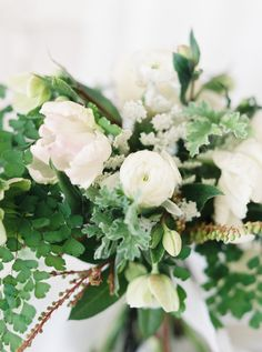 minimalist wedding bouquet | Photography: Emily March Photography