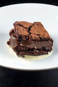 BOLO QUENTE DE BRIGADEIRO 1 unidade Etapa 1 500 g de açúcar 200 g de manteiga 5 ovos Etapa 2 50 g de chocolate...