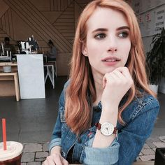 Emma Roberts Reveals Her New Hair Color And A New Movie Role - http://oceanup.com/2017/03/12/emma-roberts-reveals-her-new-hair-color-and-a-new-movie-role/