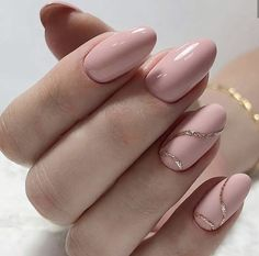 The advantage of the gel is that it allows you to enjoy your French manicure for a long time. There are four different ways to make a French manicure on gel nails. Simple Acrylic Nails, Best Acrylic Nails, Acrylic Nail Designs, Pink Manicure, Nude Nails, Gel Nails, Soft Pink Nails, Neutral Nails, Yellow Nails