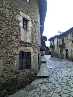 Callejuela de Puebla de Sanabria en Zamora (Camino de Santiago Sanabrés)