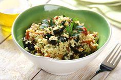 Przepis na Sałatka z kaszy jaglanej z suszonymi pomidorami i oliwkami