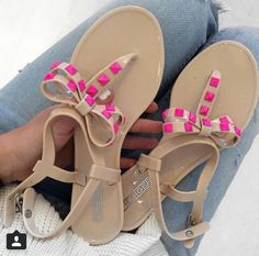 Bow stud sandals