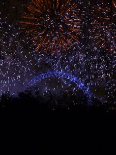 Celebrating New Year's Eve in London >> parade, drinking and fireworks info