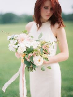 Feminine and Neutral Bridal Bouquet Ideas | Wedding Sparrow | Kristin La Voie Photography