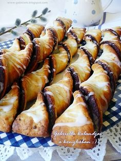 Hungarian Desserts, Hungarian Recipes, Pretzel Bites, Rum, Sausage, Sweet Tooth, Cupcake, Deserts, Sweets