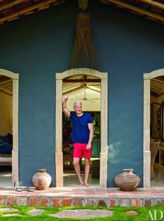 Anderson Cooper invites Architectural Digest into his vacation housein the lush beach town of Trancoso, Brazil.