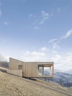 The desire for a retreat a retreat and a family estate. Cabin Design, Tiny House Design, Modern House Design, Architecture Résidentielle, Minimalist Architecture, Photo D'architecture, Haus Am Hang, Tree House Designs, Cliff House