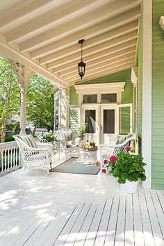This Old House Gorgeous porch ceiling - Cottage exterior ideas Modern Farmhouse Porch, Farmhouse Style, Victorian Farmhouse, Farmhouse Decor, Outdoor Rooms, Outdoor Living, Porch Ceiling, Building A Porch, Building Homes