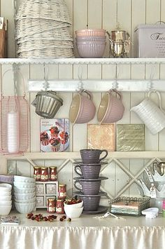 Want some lavender in the kitchen - must find these cups and bowls