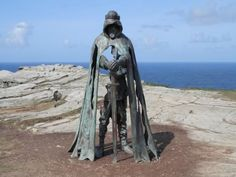 Tintagel Castle, Tintagel Picture: Statue of King Arthur on the top of Tintagel cliffs. - Check out TripAdvisor members' candid photos and videos of Tintagel Castle King Arthur Legend, Legend Of King, King Arthur History, Tintagel Cornwall, Roi Arthur, Carlin, Medieval World, Cornwall England, Sculpture Art