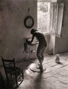 Willy Ronis-In 1949, he created one of his most recognizable images. Evoking intimacy and sensuality, it showed his wife nude and leaning over a washbowl in front of an open window flooded by the strong Provençal sun.