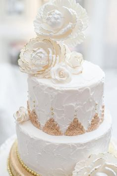 Snow White and Gold Wedding Cake by Connie Cupcake.