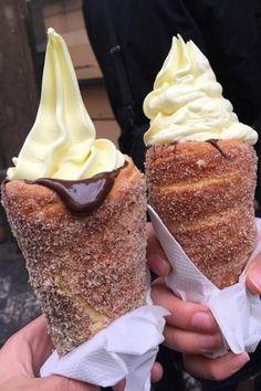 Ahora saltemos a algo que actualmente tiene a Internet de cabeza: el recién inventado helado en cono de dona. | 15 Deliciosos helados que debes de probar antes de morir