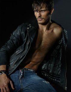 Diego-Miguel-Hot-Dsquared2-Burbujas-De-Deseo-03.jpg(JPEG 图像,739x960 像素) - 缩放 (92%)